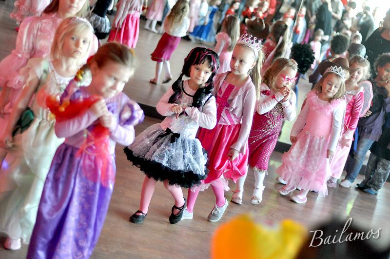 studio-tanca-bailamos-bal-karnawalowy-dzieci-2014-008