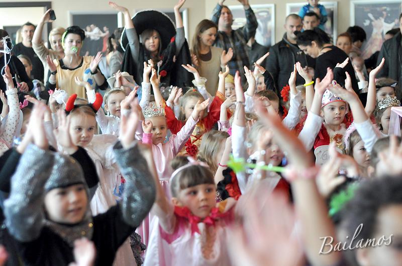 studio-tanca-bailamos-bal-karnawalowy-dzieci-2014-044