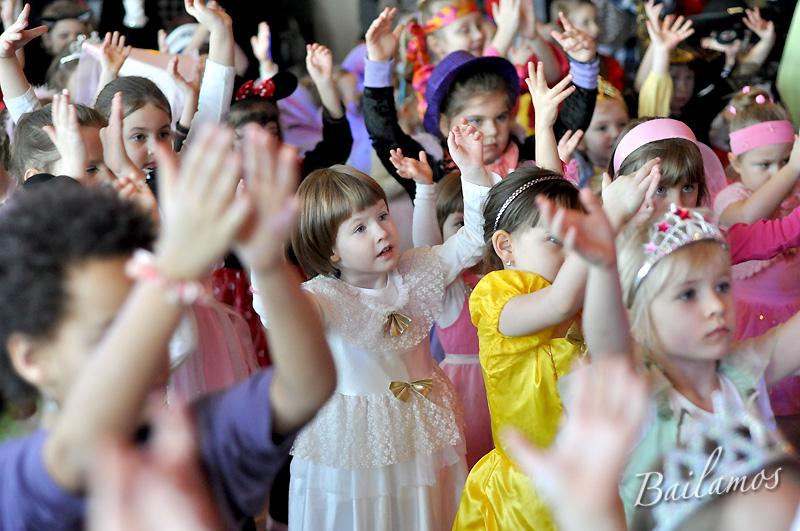 studio-tanca-bailamos-bal-karnawalowy-dzieci-2014-047