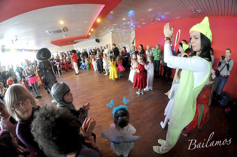 studio-tanca-bailamos-bal-karnawalowy-dzieci-2014-067